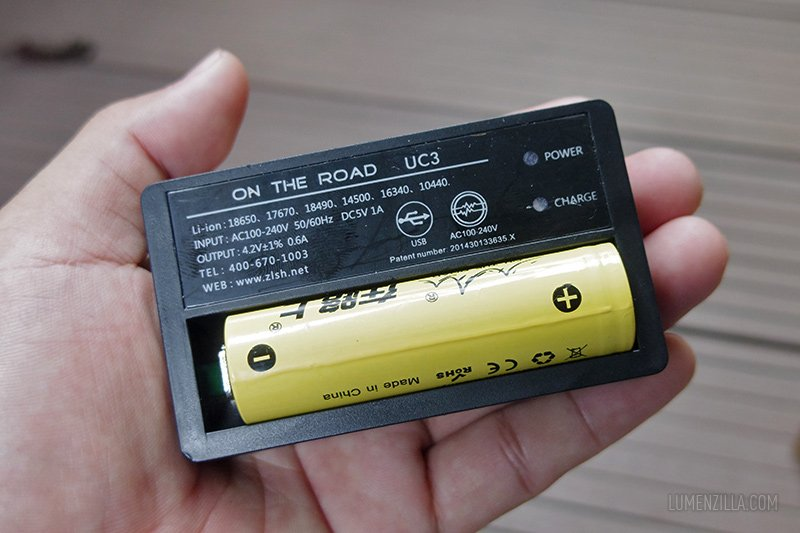 13 on the road m900 charger with battery inside